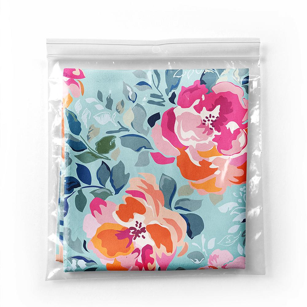 Realhomes Açık Mavi  Zeminde Renkli Çiçekler Dijital Baskılı Modern İpeksi Twill Eşarp Realhomes