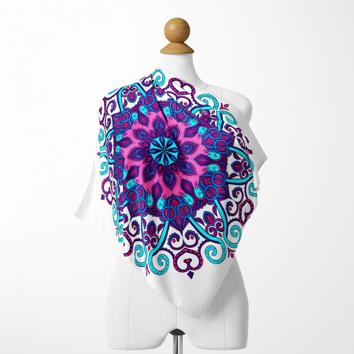 Beyaz Zeminde Mor ve Pembe Çini Tasarımlı Realhomes