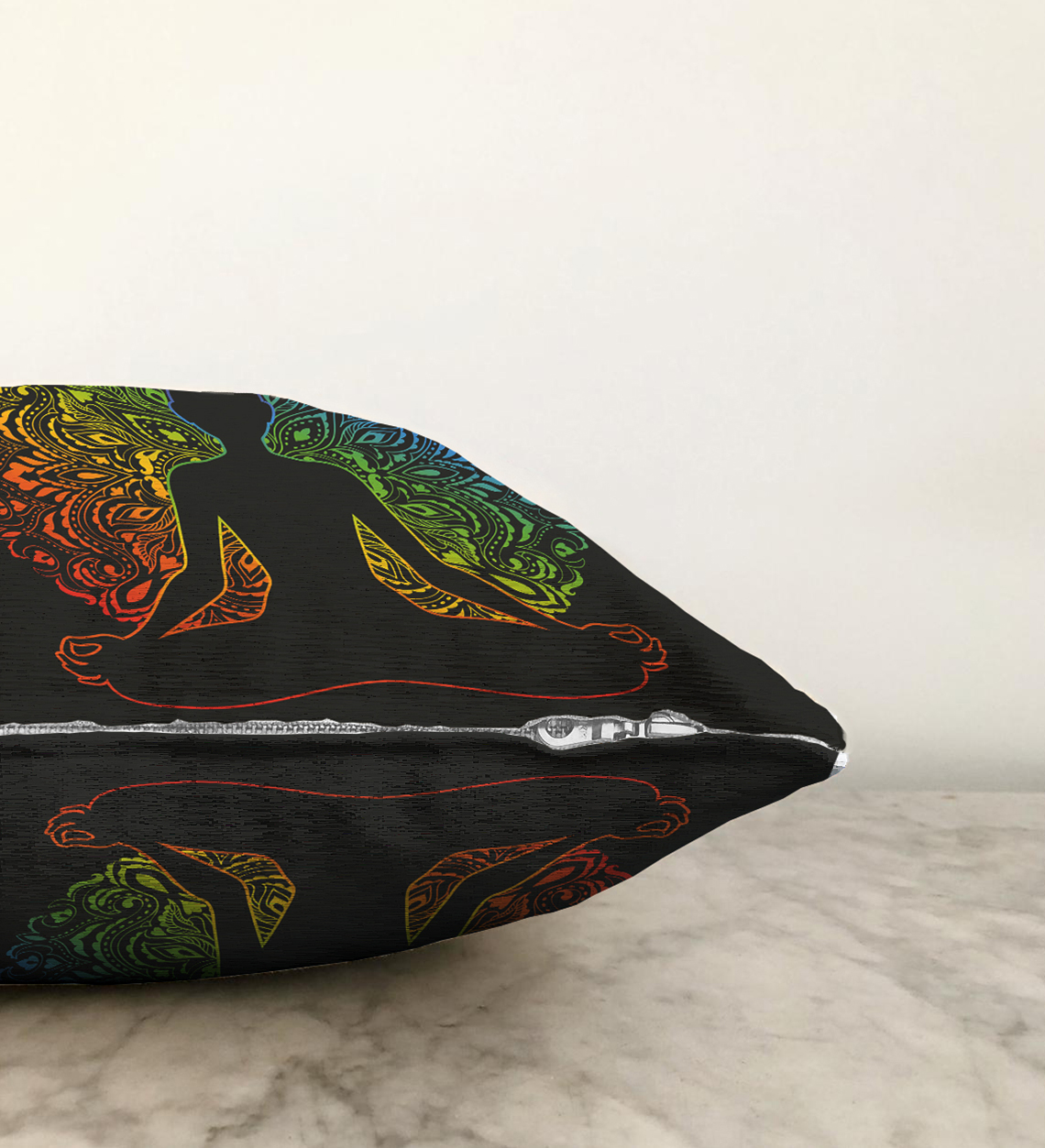 Çift Taraflı Siyah Zeminde Gökkuşağı Motifli Uzak Doğu Yoga Desenli Şönil Kırlent Kılıfı - 55 x 55 cm Realhomes
