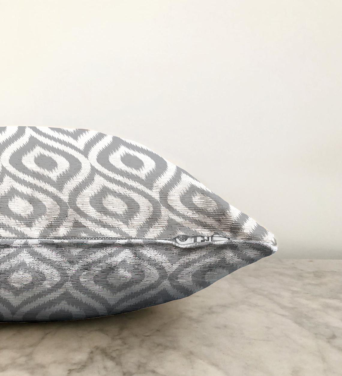 Çift Taraflı Özel Tasarım Gri İkat Desenli Dijital Baskılı Şönil Yastık Kırlent Kılıfı - 55 x 55 cm Realhomes