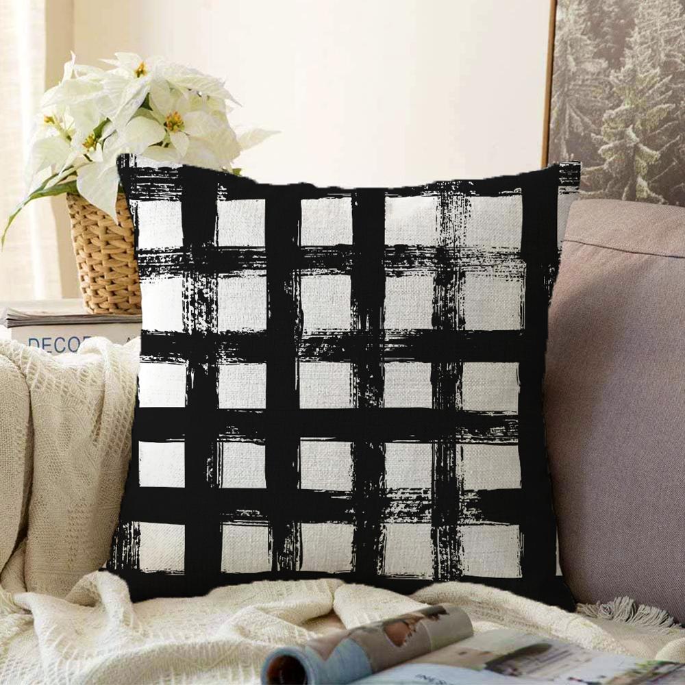 Siyah Zeminde Geometrik Kare Motifli Çift Taraflı Dekoratif Şönil Yastık Kılıfı - 55 x 55 cm Realhomes