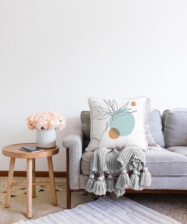 Beyaz Zeminde İnce Yaprak Desenli Çift Taraflı Dekoratif Şönil Kırlent Kılıfı - 55 x 55 cm Realhomes