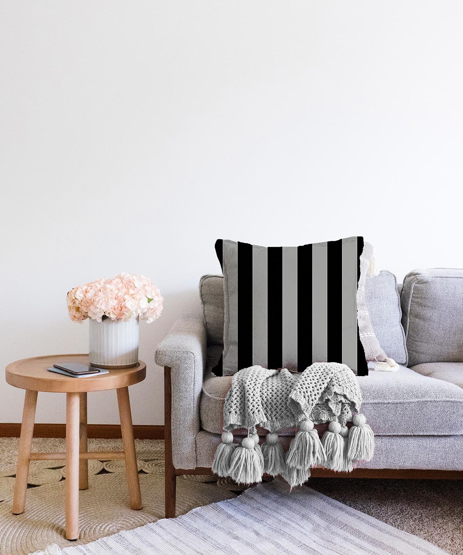 Çift Taraflı Siyah Gri Düz Çizgiler Özel Tasarımlı Dekoratif Şönil Kırlent Kılıfı - 55 x 55 cm Realhomes