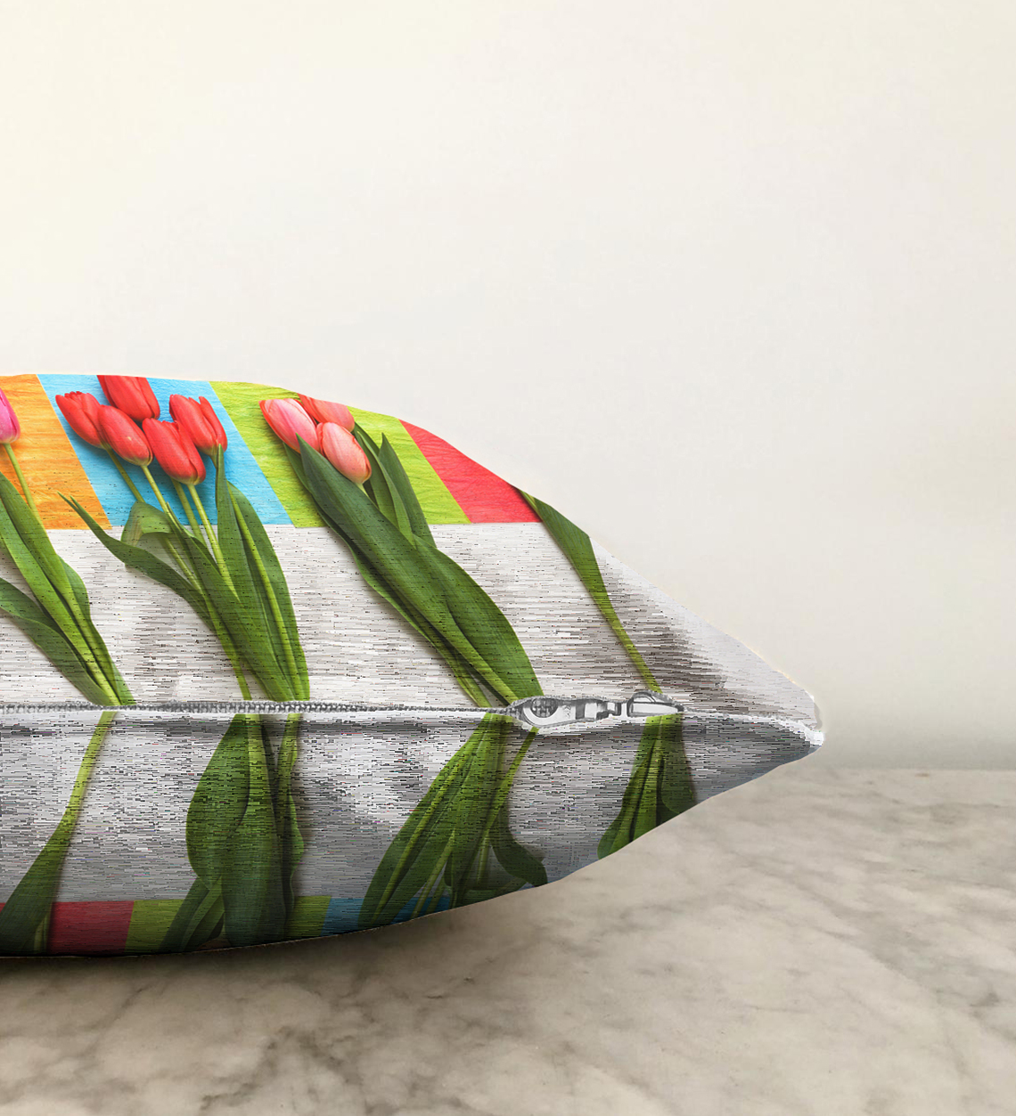 Çift Taraflı Beyaz Zeminde Renkli Laleler Özel Tasarımlı Şönil Yastık Kırlent Kılıfı - 55 x 55 cm Realhomes