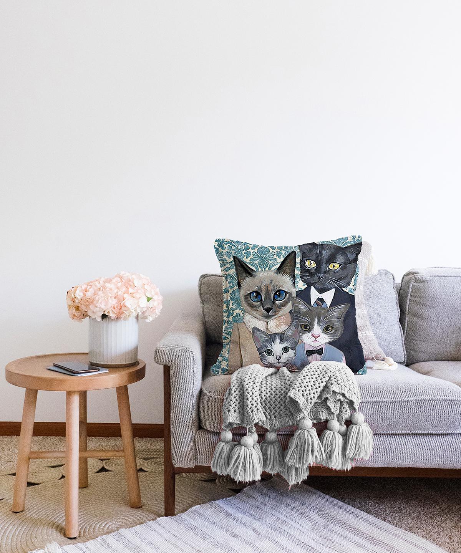 Çift Taraflı Kedi Ailesi Desenli Şönil Yastık Kırlent Kılıfı - 55 x 55 cm Realhomes