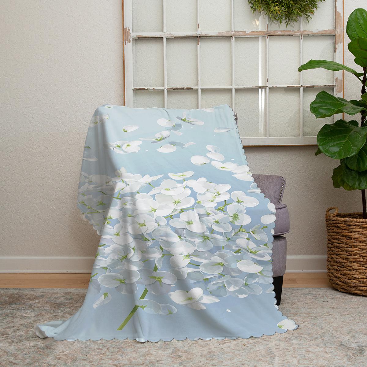 Realhomes Mavi Zeminde Beyaz Ortanca Çiçeği Baskılı Şönil Koltuk Örtüsü Realhomes