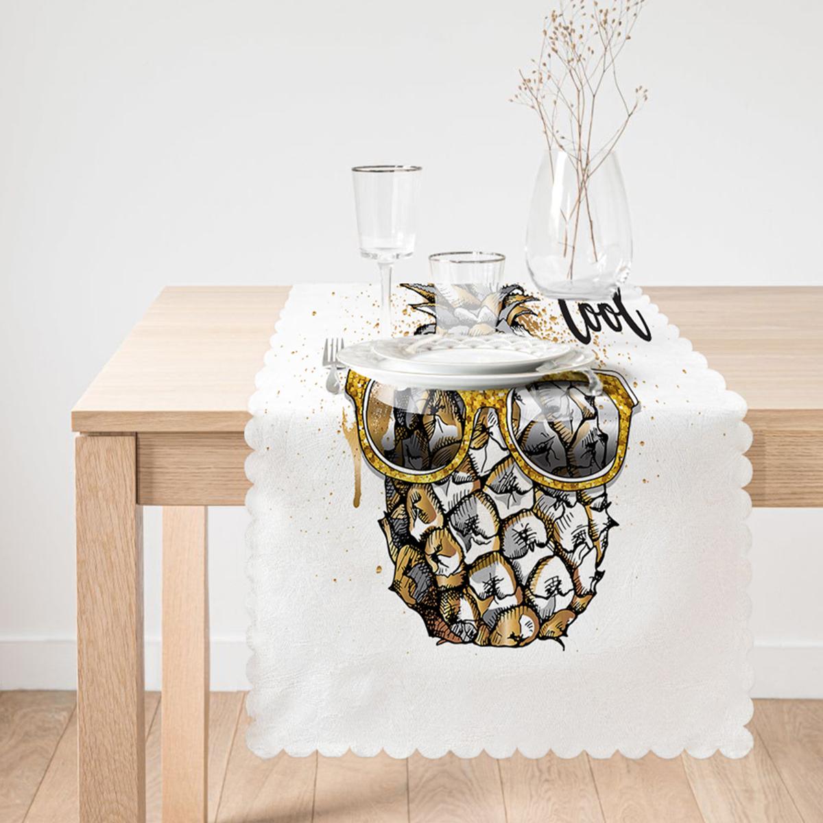 Beyaz Zeminde 3D Ananas Özel Tasarımlı Runner Realhomes