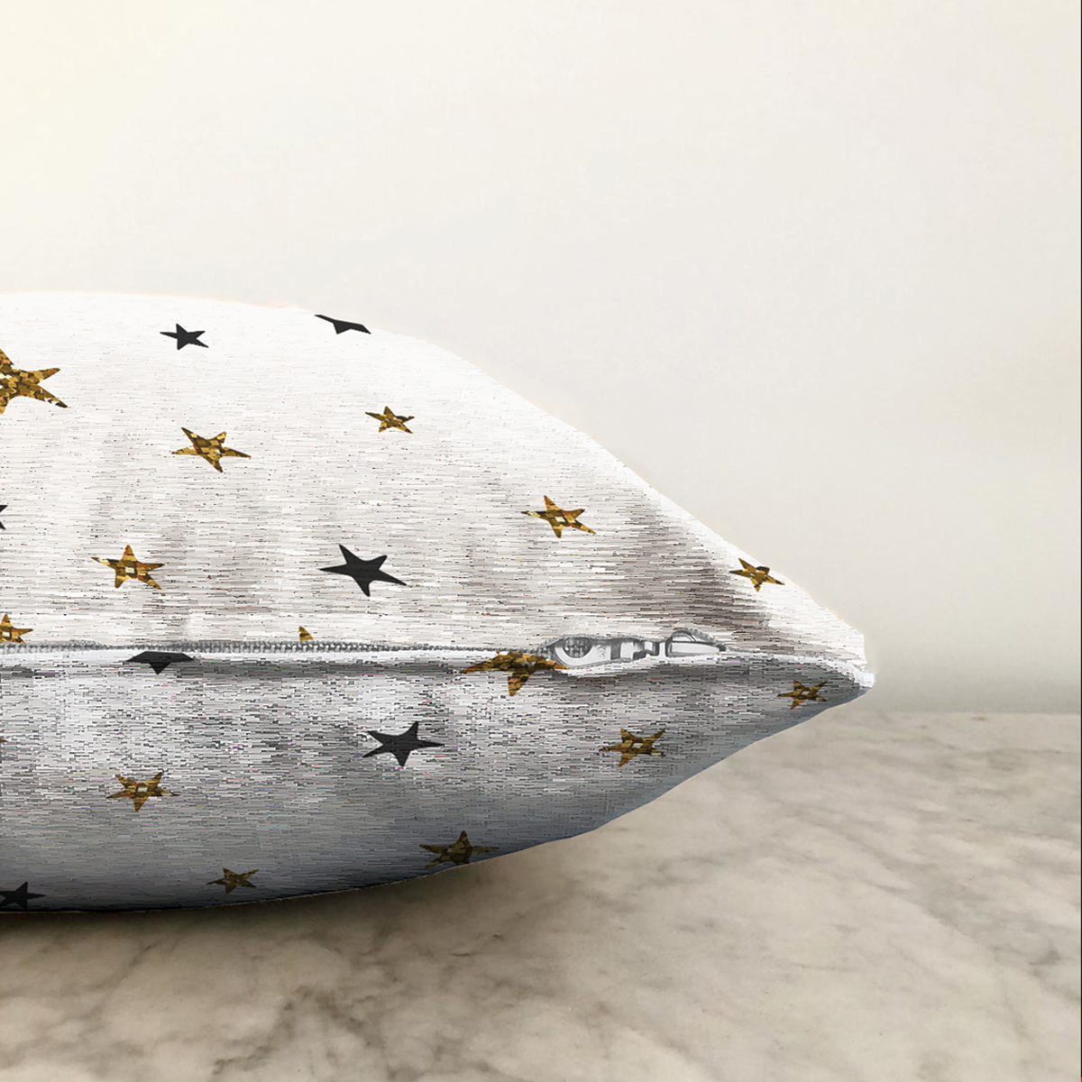 Çift Taraflı Beyaz Zemin Üzerinde Gold Yıldızlı Dijital Baskılı Modern Şönil Yastık Kırlent Kılıfı Realhomes