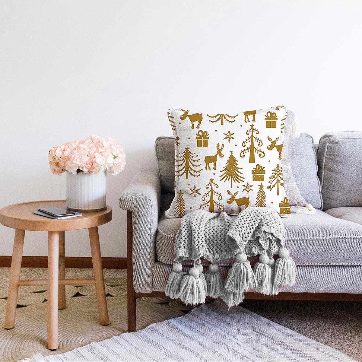 Çift Taraflı Beyaz Zemin Üzerinde Gold Renkli Yılbaşı Temalı Modern Şönil Yastık Kırlent Kılıfı Realhomes