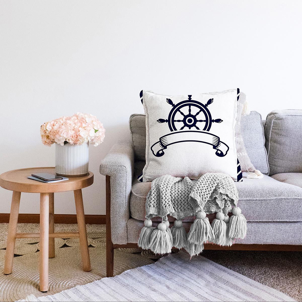 Çift Taraflı Beyaz Zemin Üzerinde Modern Dümen Desenli Şönil Yastık Kırlent Kılıfı Realhomes