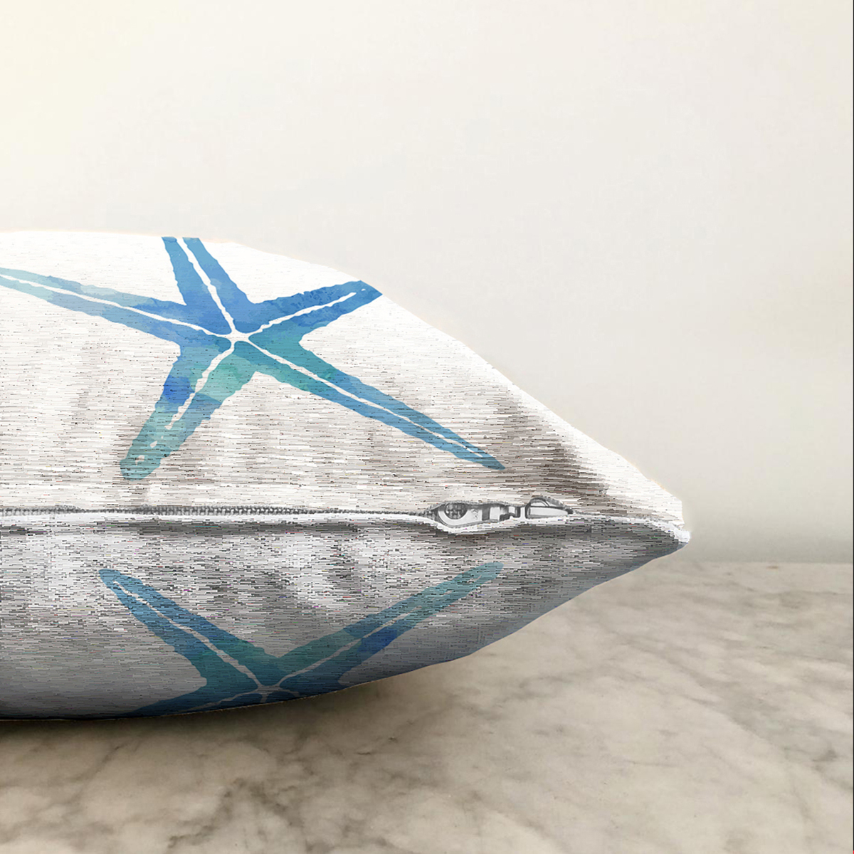 Çift Taraflı Beyaz Zemin Üzerinde Renkli Deniz Atı Desenli Dijital Baskılı Modern Şönil Yastık Kılıfı Realhomes