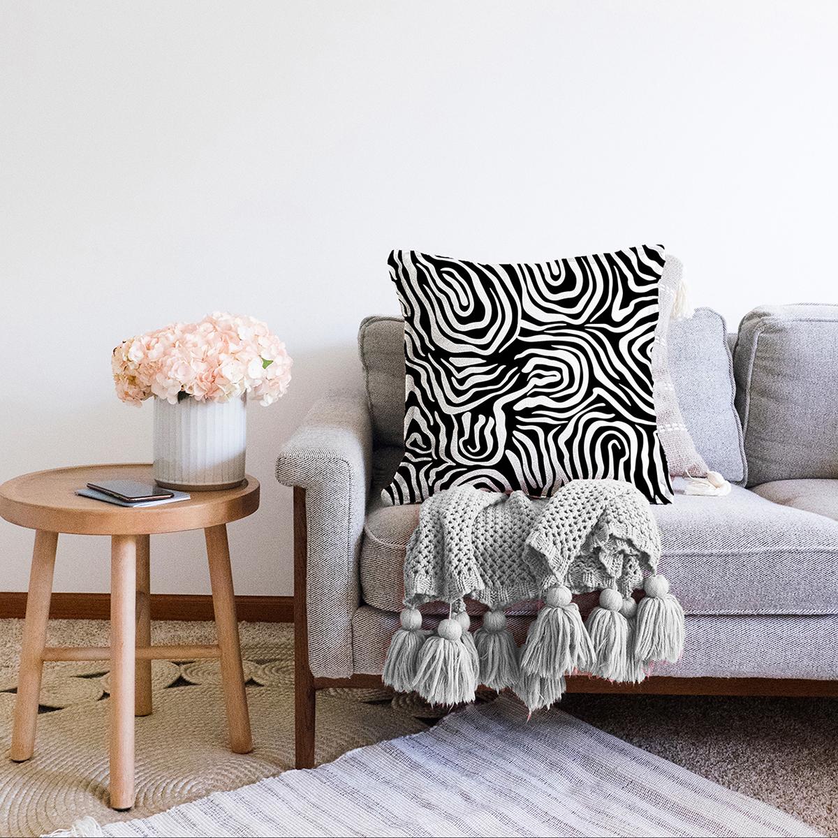 Çift Taraflı Siyah Zeminli Beyaz Geometrik Desenli Dijital Baskılı Modern Şönil Yastık Kırlent Kılıfı Realhomes