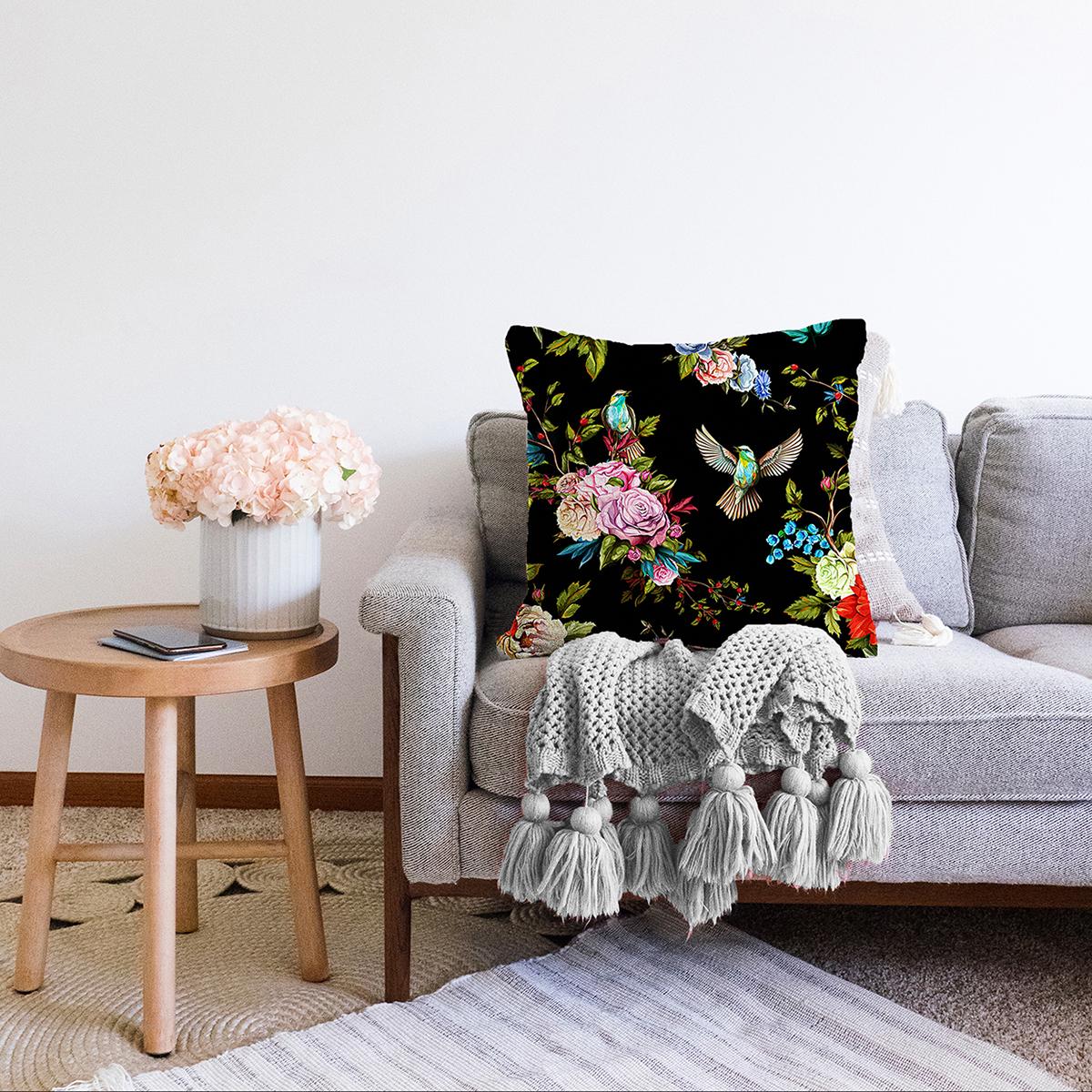 Çift Taraflı Siyah Zemin Üzerinde Çiçek Desenli Kuş Figurlu Modern Şönil Yastık Kırlent Kılıfı Realhomes