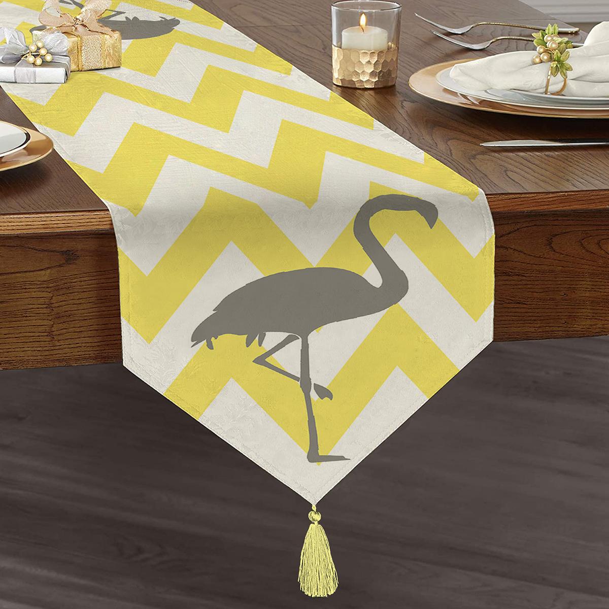 Sarı Zigzaglı Gri Flamingolu Özel Tasarım Modern Püsküllü Şönil Üçgen Runner Realhomes