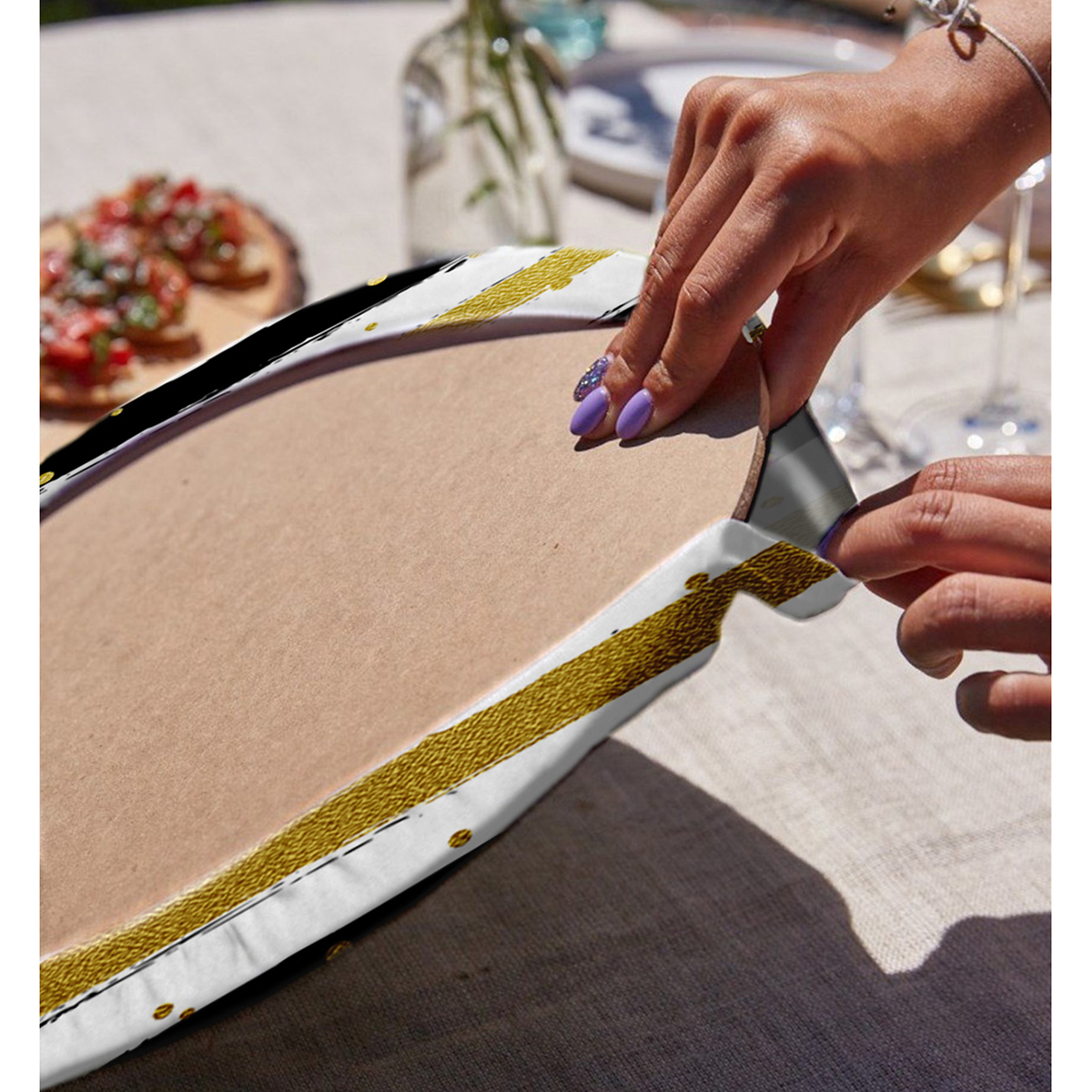 Realhomes Beyaz Zemin Üzerinde Gold Detaylı Siyah Yatay Çizgili 2'li Yuvarlak Servis Altlığı - Supla Realhomes