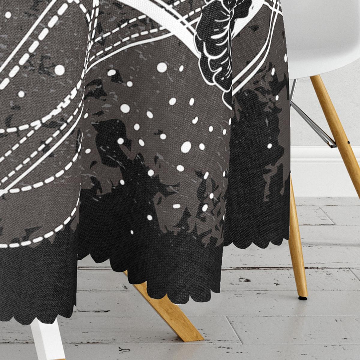 Siyah zeminde Beyaz Desenli Yuvarlak Masa Örtüsü - Çap 140cm Realhomes