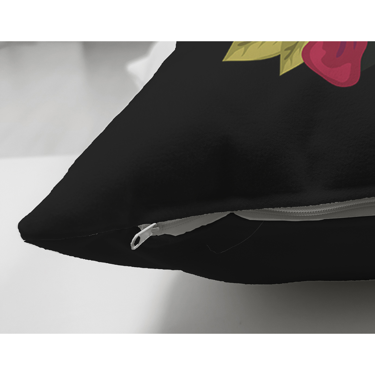 Siyah Zemin Renkli Gül Temalı X Harfi Özel Tasarım Modern Suet Yastık Kırlent Kılıfı Realhomes